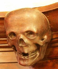 Dödskallen på apoteket Morianens giftskåp